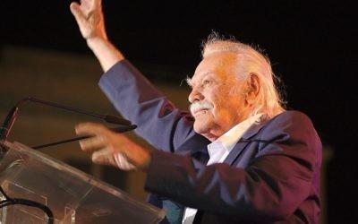 Manolis Glezos,héros grec de la résistance contre les nazis, en septembre 2015. (Crédit : DTRocks/CC BY-SA 4.0/WikiCommons)