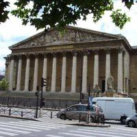 Le palais Bourbon, siège de l'Assemblée nationale française. (Crédit : Luctor/Domaine public/WikiCommons)