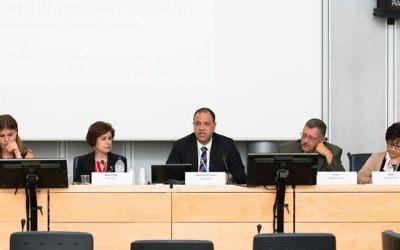 La CESAO réunie avec son ancienne présidente, Rima Khalaf, deuxième à gauche, en 2014. (Crédit : ITU/C. Montesano Casillas/CC BY 2.0/Flickr)