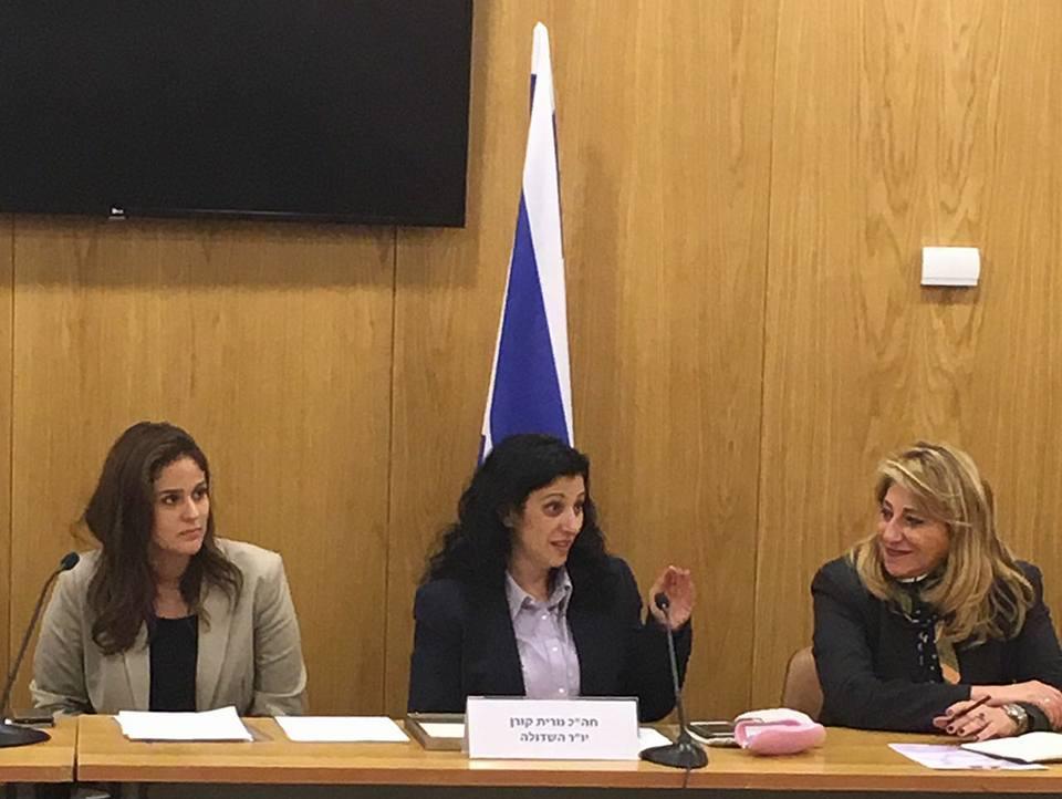 Nurit Koren, au centre, députée du Likud et présidente du Lobby francophone. A gauche, Hélène Mazouz, directrice du Lobby, à la Knesset. (Crédit : Facebook)