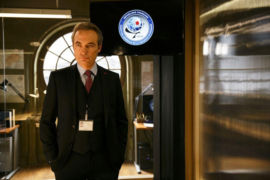 Marc Laugé, joué par Gilles Cohen, dans les bureaux reconstitués, avec soin, de la DGSE (Crédit: Jessica Forde / TOP THE OLIGARCHS PRODUCTIONS / CANAL+)