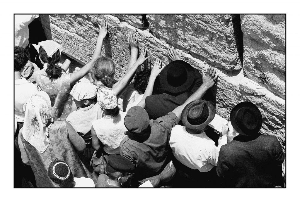 Le mur Occidental, en juin 1967. Jacques Héripret : « Ces photos ont paru dans le monde entier : elles ont fait l'actualité, aujourd'hui, elles font l'histoire.» (Crédit : Jacques Héripret)