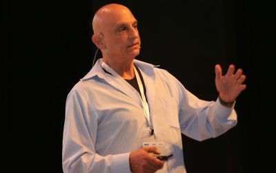 Aharon Aharon, directeur de l'autorité de l'innovation d'Israël à la conférence de Tel Aviv, en juin 2017. (Crédit :  autorisation Ofer Vaknin)