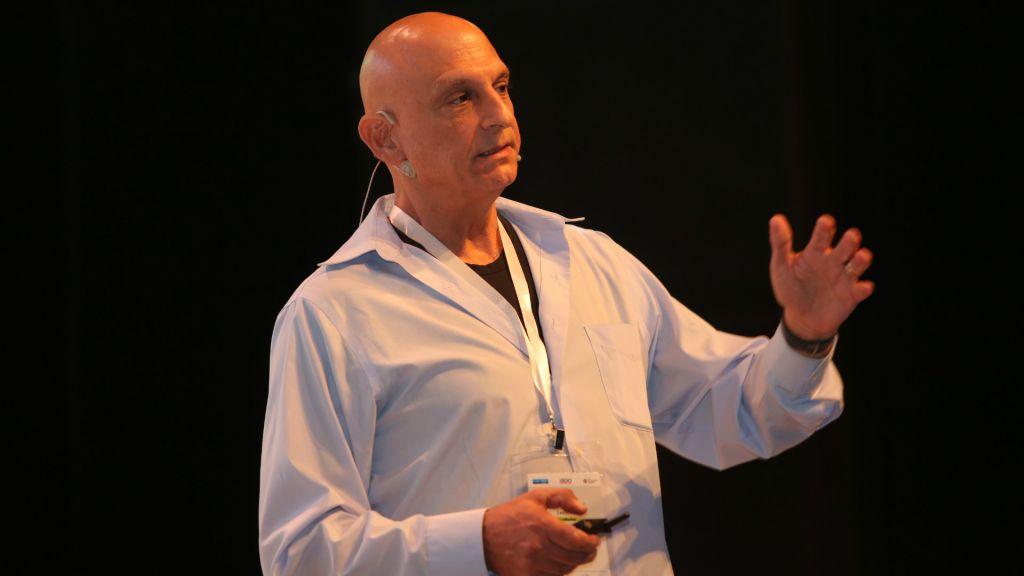 Aharon Aharon, le directeur de l'autorité de l'innovation d'Israël Innovation à la conférence de Tel Aviv (Crédit : Autorisation Ofer Vaknin)