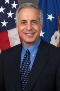 Le rabbin Arnold Resnicoff, lorsqu'il avait servi en tant qu'Assistant spécial pour les valeurs et la vision au secrétariat d'Etat des forces américaines aériennes, de 2005 à 2006 (Crédit : Forces aériennes américaines)