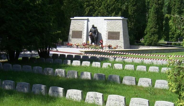 Le soldat de bronze du mémorial de Tallinn memorial (Crédit : Pronkssõdur / Gette de Stavanger, Norvège / Wikipedia)