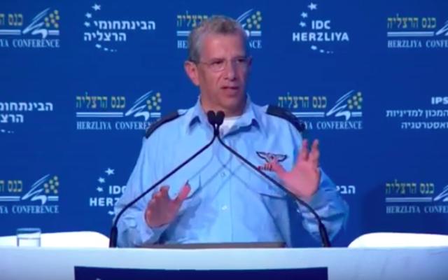 Amir Eshel à la conférence d'Herzliya 2017 (Crédit : Capture d'écran YouTube)
