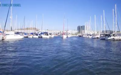Le bateau de voile de l'Ivy League quitte la Marina d'Herzlyia (Crédit : capture d'écran YouTube)