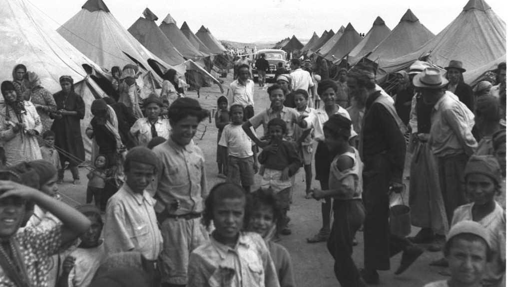 Les immigrants yéménites dans un camp près d'Ein Shemer en 1950 (Crédit : Pinn Hans / GPO)
