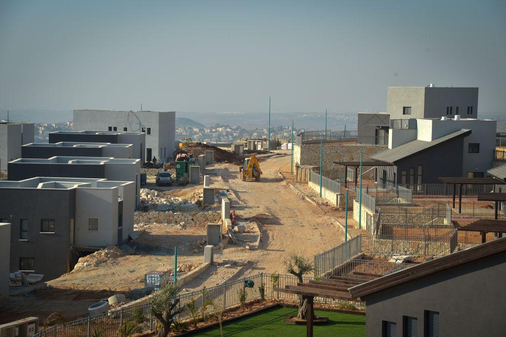 Construction de nouveaux bâtiments dans l'implantation de Naale, en Cisjordanie, le 8 février 2017. (Crédit : Flash90)