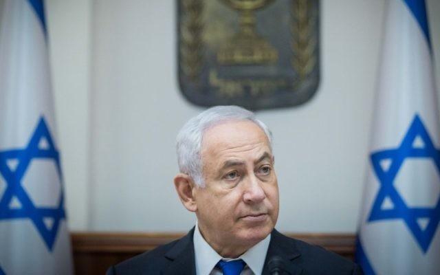 Le Premier ministre Benjamin Netanyahu pendant la réunion hebdomadaire de cabinet dans ses bureaux de Jérusalem, le 18 juin 2017. (Crédit : Yonatan Sindel/Flash90)