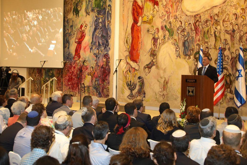 Le président de la Knesset Yuli Edelstein s'adresse à un événement conjoint entre la Knesset et du Congrès américain marquant le 50ème anniversaire de la réunification de Jérusalem, le 7 juin 2017 (Crédit : Yitzhak Harari/service de presse de la Knesset)