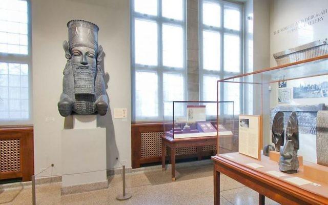 La galerie perse Robert et Deborah Aliber de l'université de Chicago. (Crédit : capture d'écran de la visite virtuelle de l'Oriental Museum/University of Chicago)