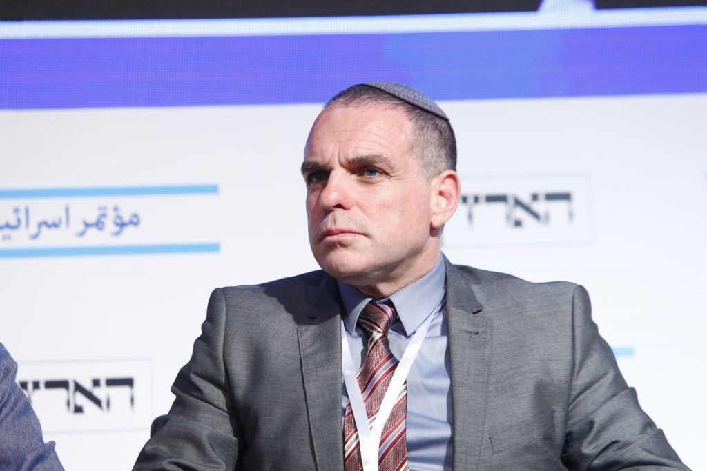 Oded Revivi, le porte-parole à l'étranger du Conseil de Yesha, mouvement pro-implantation, lors de la Conférence sur la paix de Haaretz à Tel Aviv, le 12 juin 2017. (Crédit : Tomer Appelbaum)