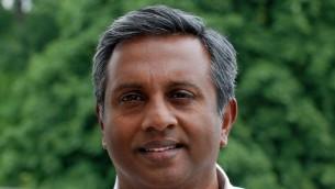 Salil Shetty, secrétaire-général d'Amnesty International (Crédit : CC-BY Rob Brouwe, Amnesty International/Wikipedia)