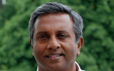 Salil Shetty, secrétaire général d'Amnesty International (Crédit : Rob Brouwe, Amnesty International/CC-BY/Wikipedia)
