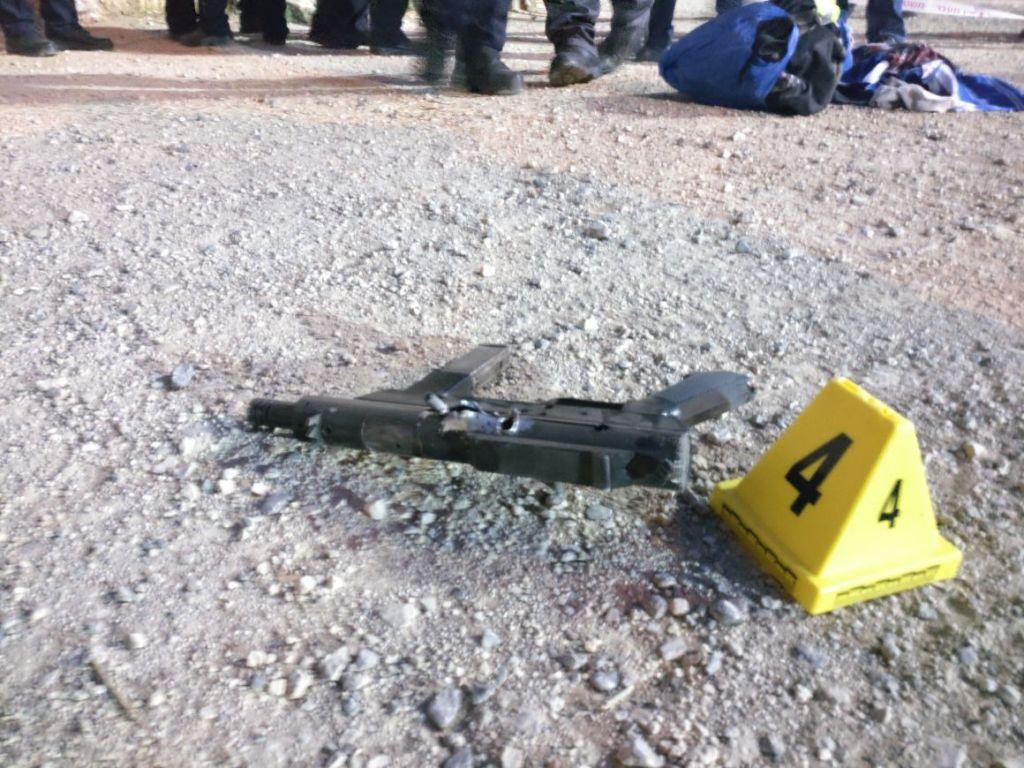 L'arme utilisée dans une attaque terroriste palestinienne porte de Damas, dans la Vieille Ville de Jérusalem, le 16 juin 2017. (Crédit : police israélienne)