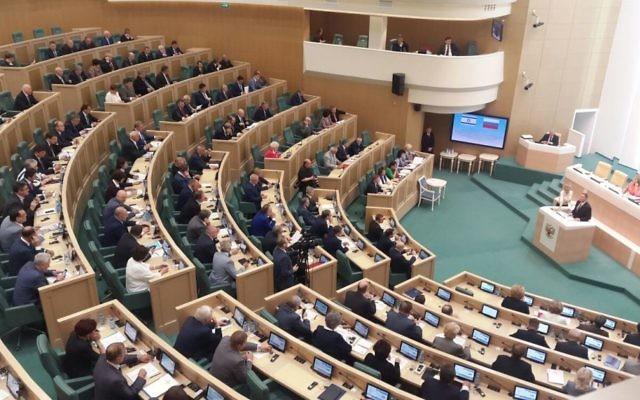 Yuli Edelstein, président de la Knesset, devant la chambre haute du parlement russe, le 28 juin 2017. (Crédit : Marissa Newman/Times of Israël)