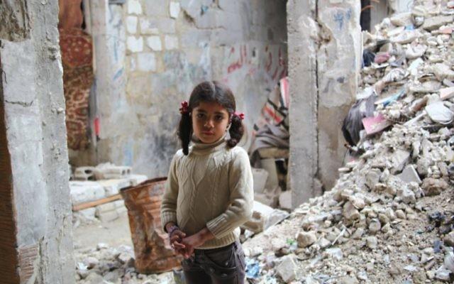 Une photographie publiée sur Facebook par l'UNRWA d'une fillette dite Gazaouie. Elle a cependant été décrite comme une petite fille syrienne par l'agence à de multiples occasions. (Crédit : Facebook)
