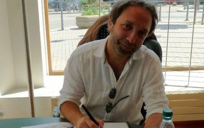 Emile Bravo, dessinateur de Spirou, au Festival européen de la bande dessinée Strasbulles 2009. (Crédit : Wikimedia Commons/Ji-Elle)