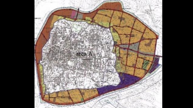 Une carte de la ville palestinienne de Qalqilya. La zone colorée représente le projet d'extension. (Crédit :autorisation du Conseil régional de Samarie)