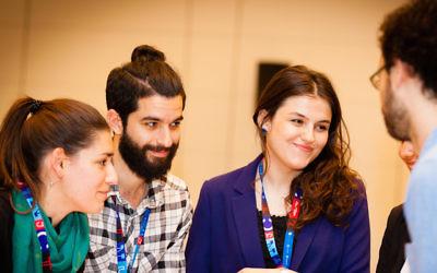 Ani G, d'Autriche/Bulgarie, Joey L., du Royaume Uni, Tea T. de Géorgie et Daniel M. d'Italie, faisaient partie des participants de la conférence de Junction à Berlin. (Crédit : Bokeh Graphik/JDC/via JTA)