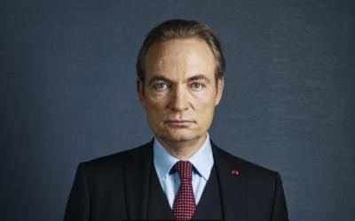 Gilles Cohen joue Marc Laugé, ancien clandestin connu sous la légende de 'Moule à gaufre', et directeur chic du renseignement à la DGSE, dans la série le Bureau des légendes (Crédit: Frédéric Stucin / Canal+)