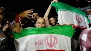 Fans de football iraniens dans les rues de Téhéran, le 13 juin 2013. Illustration. (Crédit : AFP/STRINGER)