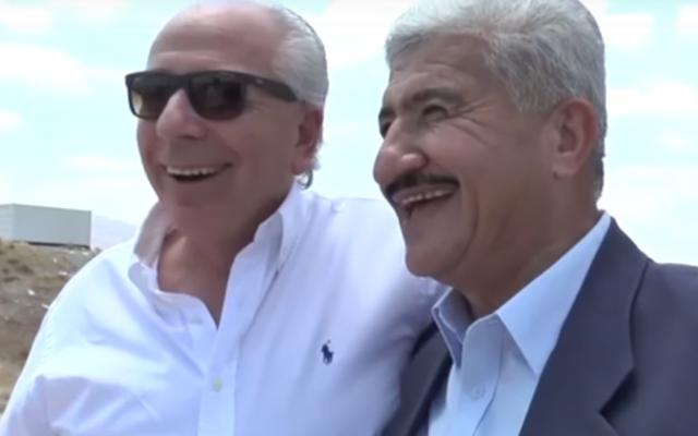 Shlomi Fogel et Kasey Mitbichi, deux hommes d'affaires, un Jordanien et un Israélien se réjouissent de la construction d'un pont entre leur deux pays (Crédit: capture d'écran Arte)
