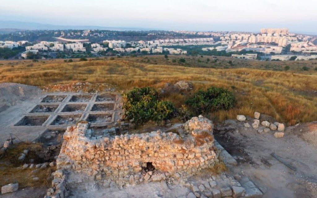 Le site archéologique de Tittora, à Modiin. (Crédit : vue aérienne, Yitzhak Marmelstein, Israel Antiquities Authority)