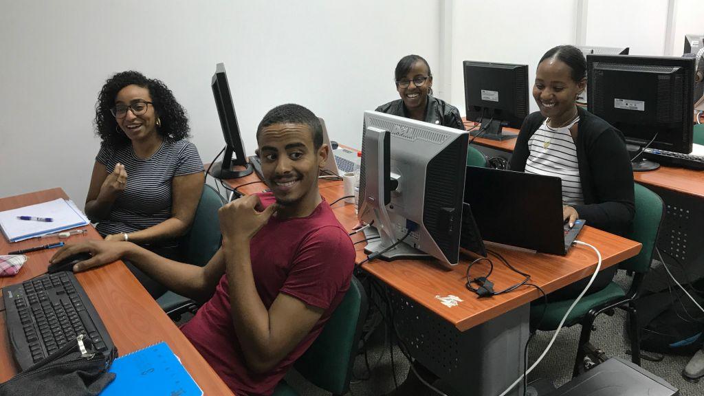 Les étudiants de Tech-Career cherchent l'accès à la scène des start-ups israéliennes (Crédit : Shoshanna Solomon/TimesofIsrael)