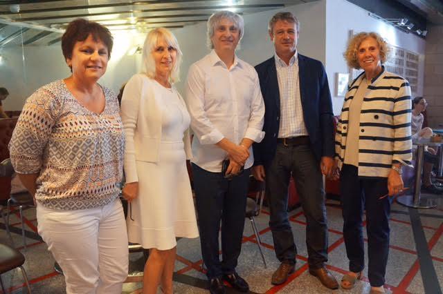 Agnès et Alain Goldman entourés de l'équipe du Festival International du Film Etudiant de Tel Aviv, en juin 2017. (Crédit : Camille Goldman)