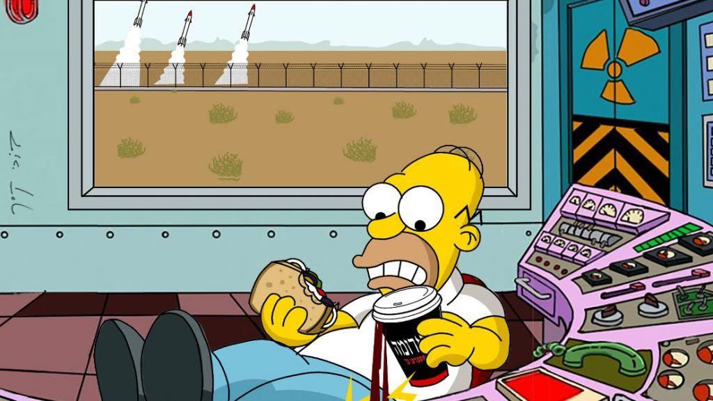 Homer Simpson jongle avec son café hafush 'Arôme' et son sandwich lors de l'une de ses aventures israéliennes, dans le cadre du Festival Animix organisé à la cinémathèque de Tel Aviv en août 2016 (Autorisation : Festival Animix )