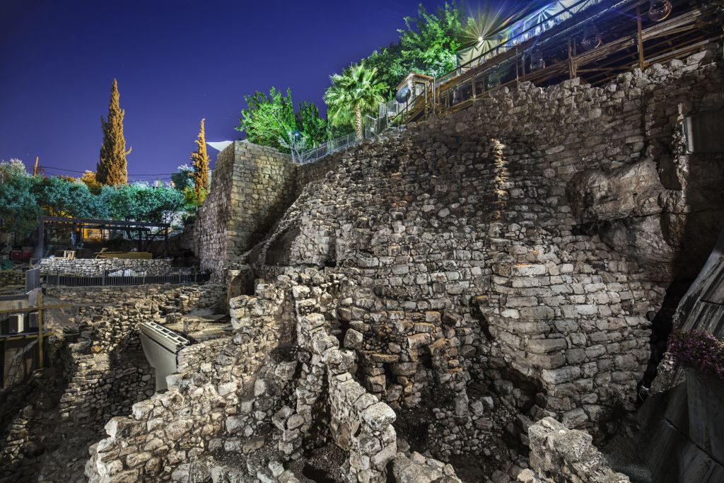 """La nouvelle attraction nocturne """"Hallelujah"""" de la Cité de David, à Jérusalem. (Crédit : Dudi Vaaknin/Cité de David)"""
