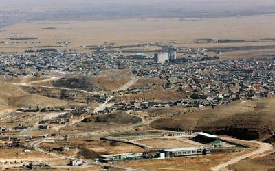 Une photo prise le 17 aopût 2015 montre une vue générale de la ville de Sinjar, dans le nord de l'Irak, à l'ouest de Mossoul (Crédit : SAFIN HAMED/AFP PHOTO)