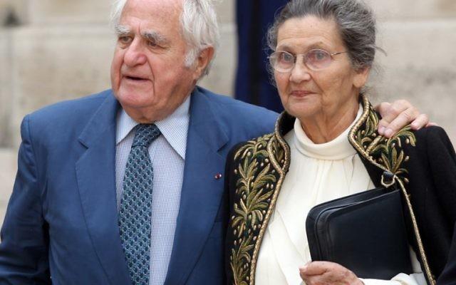 Antoine et Simone Veil, devant l'Institut de France, à Paris, le 16 juin 2011. (Crédit : Thomas Samson/AFP)