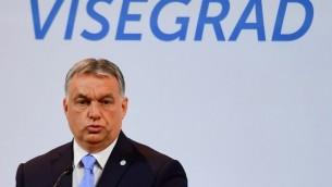 Le Premier ministre hongrois Viktor Orban en conférence de presse à Budapest, le 4 juillet 2017. (Crédit : Attila Kisbenedek/AFP)
