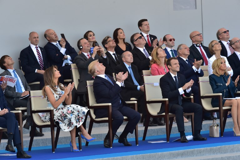 (Depuis la gauche) Melania Trump, Donald Trump, Emmanuel Macron et son épouse Brigitte Macron à Paris le 14 juillet 2017. (Crédit : AFP/CHRISTOPHE ARCHAMBAULT)