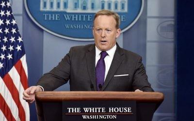 Sean Spicer, porte-parole de la Maison Blanche, pendant un point presse, le 17 juillet 2017. (Crédit : Olivier Douliery/AFP)