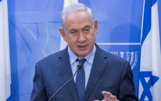 Le Premier ministre  Benjamin Netanyahu pendant une conférence de presse avec son homologue géorgien, dans ses bureaux de Jérusalem, le 24 juillet 2017. (Crédit :  Jack Guez/Pool/AFP)