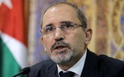 Ayman Safadi, le ministre jordanien des Affaires étrangères, le 25 juillet 2017 (Crédit : AFP/Khalil Mazraawi)