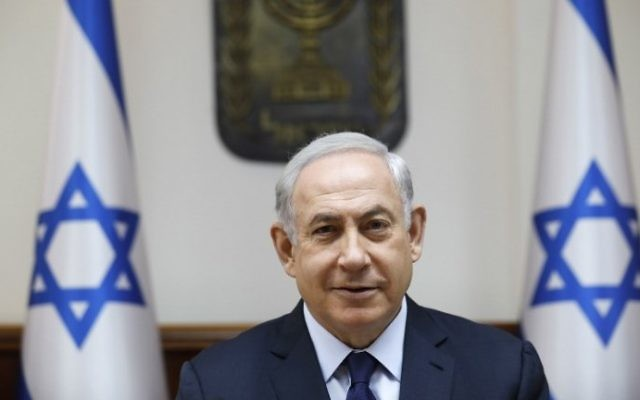 Benjamin Netanyahu, le 30 juillet 2017 (Crédit : AFP/AMIR COHEN)