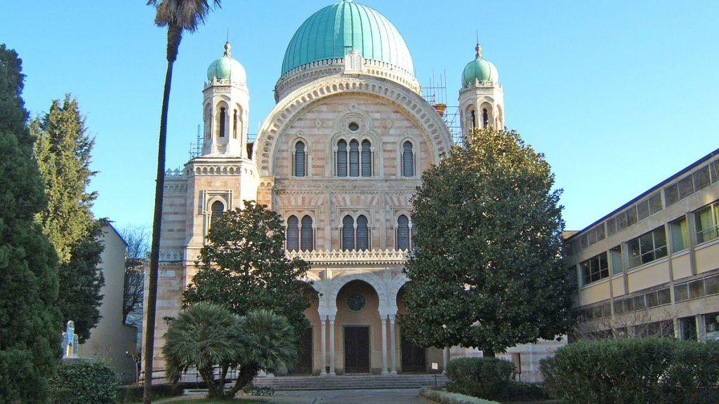 Extérieur de la Grande synagogue de Florence (Crédit : Wikimedia commons/Toksave)