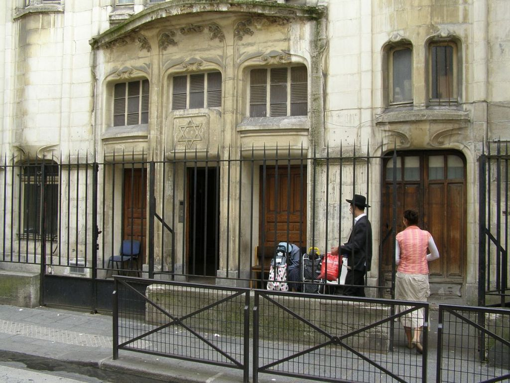 La synagogue orthodoxe de la rue Pavée (4ème arrondissement de Paris) est l'une de celles qui ont appelé à l'aide le Rebbe de Satmar et les donateurs de son mouvement (source : RG72/CC BY-SA 3.0/WikiCommons)