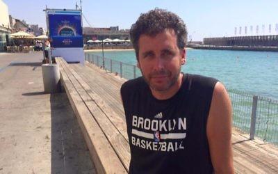Ari Nagel au port de Tel Aviv Port, le 27 juin 2017. (Crédit : Renee Ghert-Zand/Times of Israël)