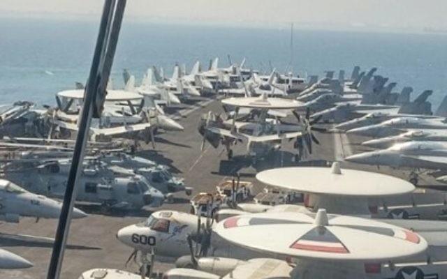 Le poste de pilotage de l'USS George H.W. Bush, au large de Haïfa, le 1er juillet 2017. (Crédit : Momi Gabay/Haifa Port Authority)
