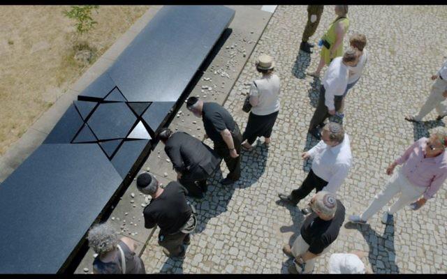 Mémorial aux victimes du pogrom de Kielce. (Crédit : capture d'écran/autorisation)