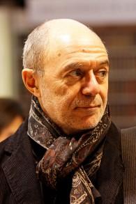 Pierre Assouline au salon du livre de Paris, en 2011. (Crédit : Thesupermat/CC BY-SA 3.0/WikiCommons)