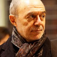 L'écrivain Pierre Assouline au salon du livre de Paris, en 2011. (Crédit : Thesupermat/CC BY-SA 3.0)