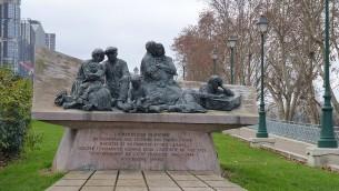 Monument rendant hommage aux victimes de la rafle du Vél' d'Hiv', à Paris. (Crédit : Leonieke Aalders/CC BY SA 3.0/Wikipedia)